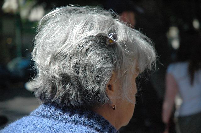 Opiekun osób starszych – pasja, praca czy poświęcenie?